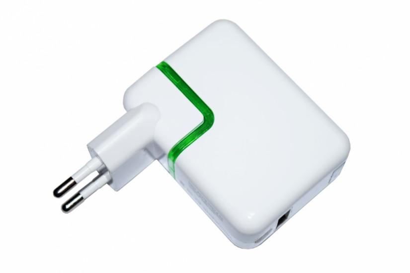 Foto de Power bank com visor e conector de tomada