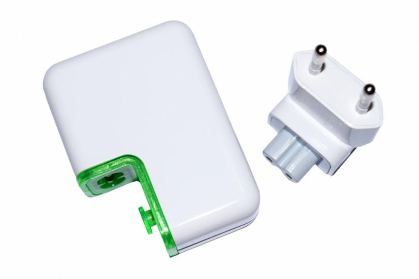 Foto 2 do produto Power bank com visor e conector de tomada