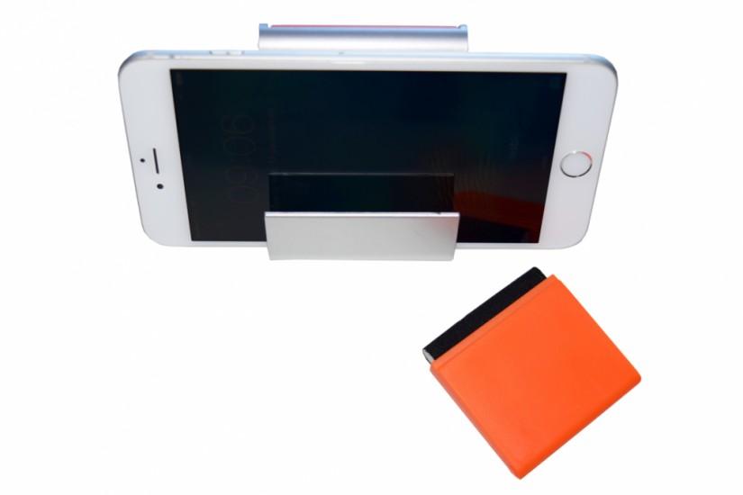 Foto 2 do produto Porta celular de mesa com limpador de tela